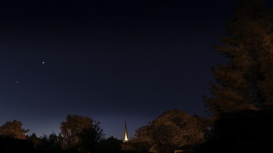 Dzikie Dni nocne niebo